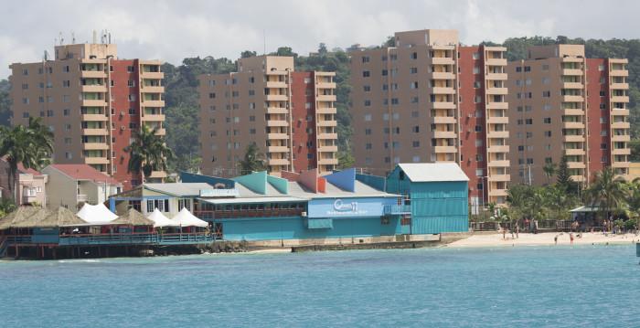 Jamaika3_kerrostalot