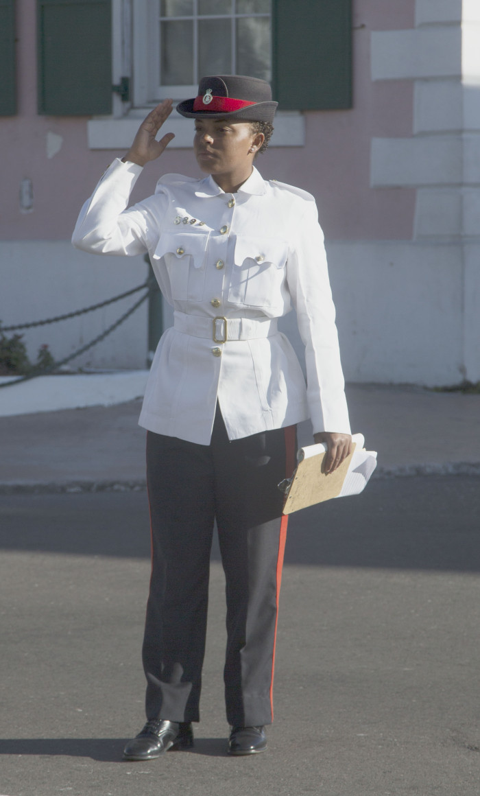 Nassau 19_Naispoliisi
