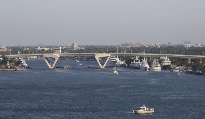 Sataman silta